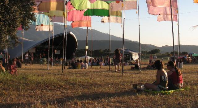 Main_stage_flags